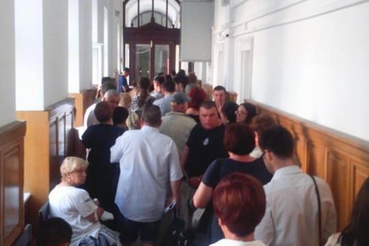 Bătaie de joc la registratura de la Judecătoria Cluj-Napoca - FOTO