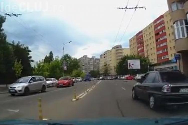 Calmul ardelenesc e un MIT! Șicanări într-un sens giratoriu din Cluj-Napoca - VIDEO