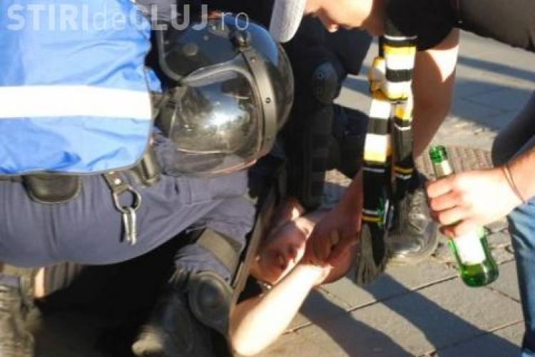 Suporterul unei echipe de fotbal din România a murit lovit cu o sticlă în cap