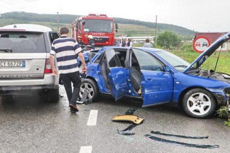 Accident la Buneşti. Trei mașini au fost avariate - VIDEO