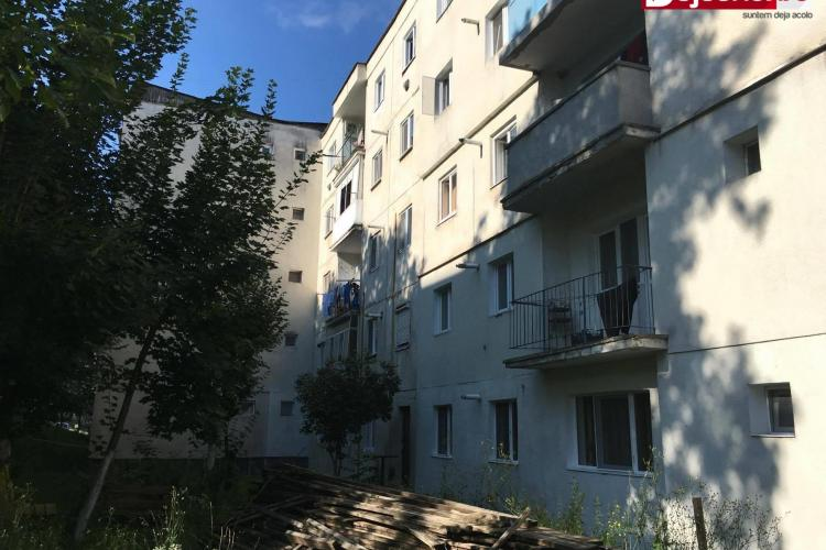 CLUJ: O fetiță de 3 ani a căzut de la etajul 3 al unui bloc din Dej. A scăpat cu viață ca printr-un MIRACOL