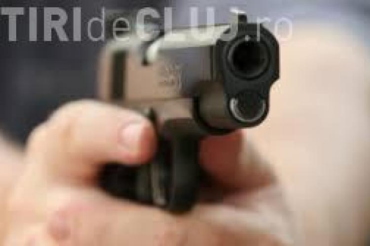 """CLUJ: Un șofer a fost șicanat în trafic și amenințat cu pistolul de un """"șmecheraș"""""""