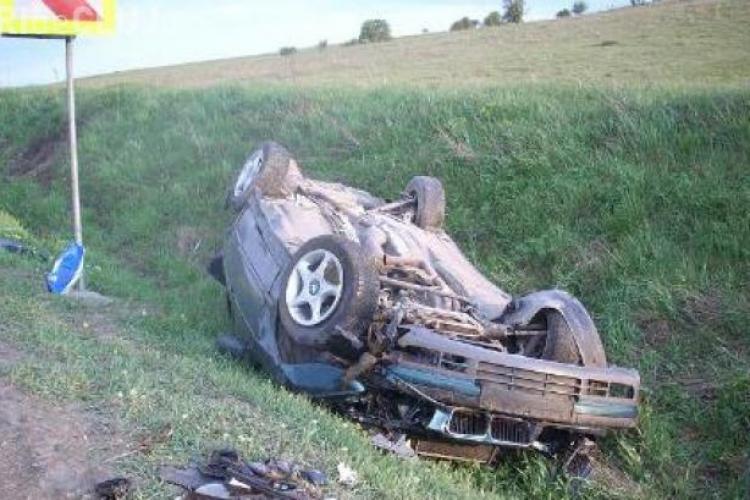 Accident cu patru victime la Apahida! Un șofer a intrat în depășire și s-a răsturnat cu mașina