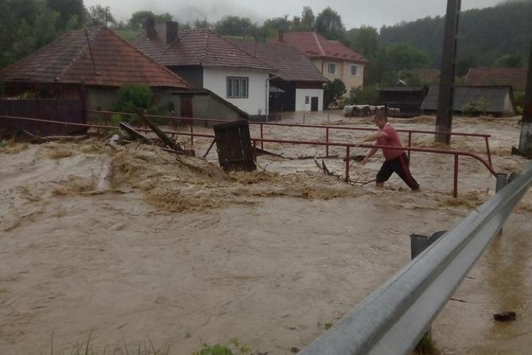DEZASTRU la Cluj din cauza inundațiilor! Gospodăriile au fost lovite de viituri FOTO/VIDEO