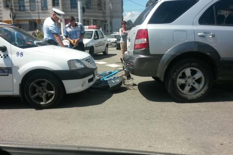 Biciclist de 14 ani, lovit de mașină în Mărăști. A vrut să traverseze strada pe bicicletă FOTO