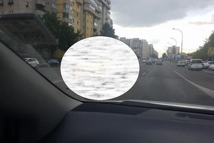 """FOTO - Prin Cluj-Napoca, circulă o mașină de """"AUR"""""""