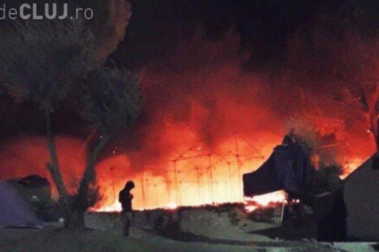 Peste 3.000 de imigranți au fost evacuați după ce o tabără din Grecia a fost incendiată