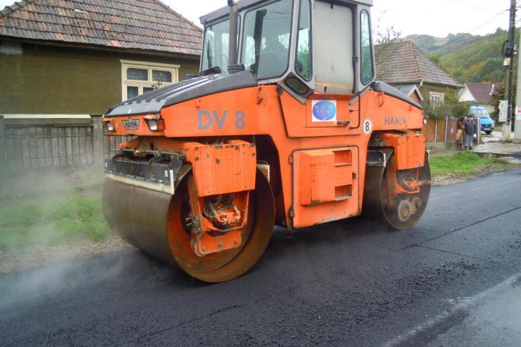 A început asfaltarea drumului judeţean DJ 109E Vad