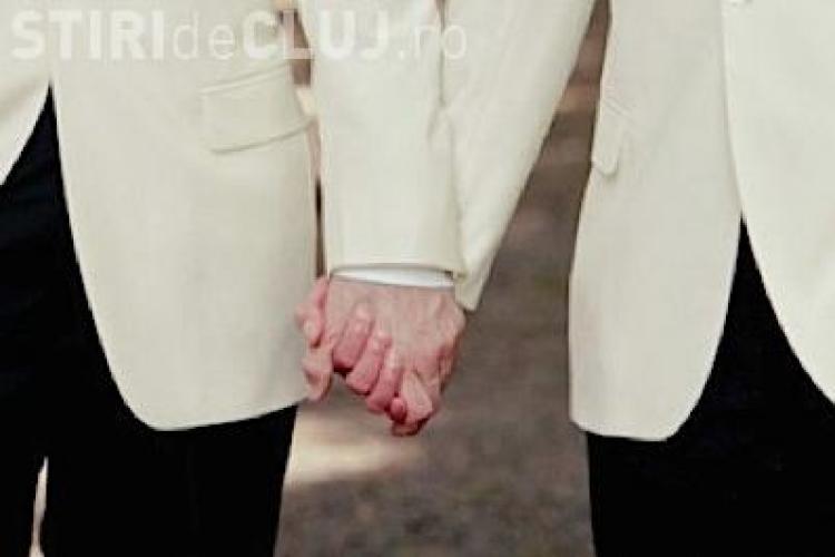 Curtea Constituțională decide azi dacă recunoaște căsătoria între doi bărbaţi