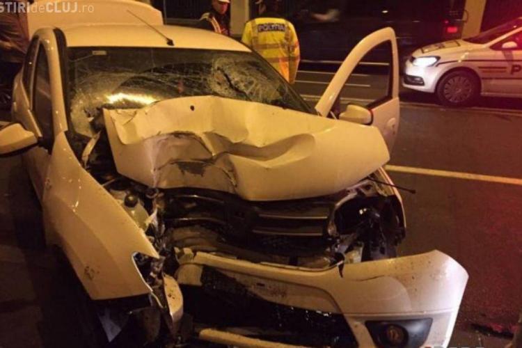 CLUJ: Viteza la volan poate costa! O șoferiță s-a oprit cu mașina direct într-un zid