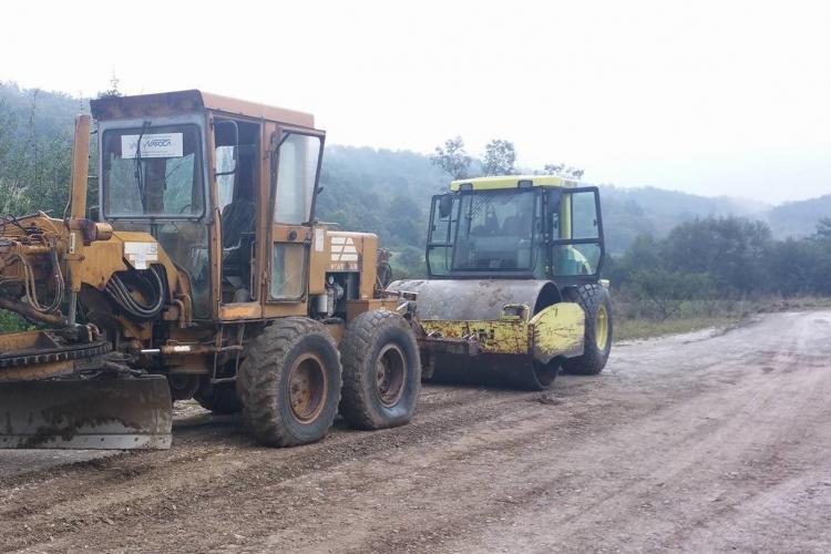 Au început lucrările pe drumul judeţean Podeni - Moldoveneşti