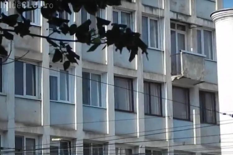 Povestea blocului UNICAT din Cluj-Napoca. De ce are numai un balcon blocul din Piața Mihai Viteazu - VIDEO