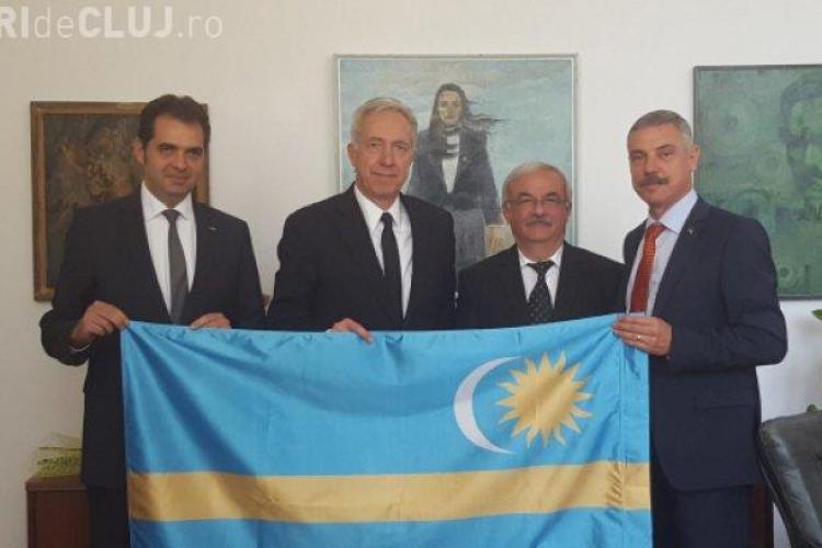 MAE cere socoteală SUA după ce ambasadorul Klemm s-a fotografiat cu steagul secuiesc