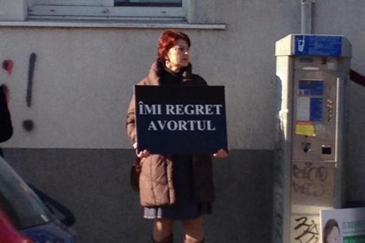 """Creștinii """"pichetează"""" o clinică din Cluj-Napoca pentru a stopa avorturile"""