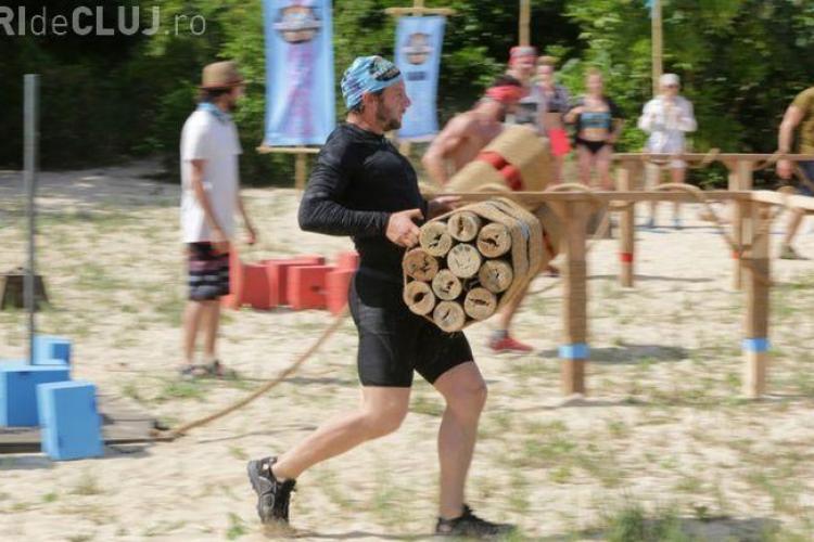 La Supraviețuitorul, doi concurenți au fost eliminați după numai zece minute petrecute pe insulă