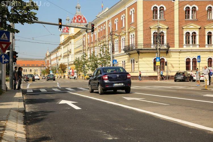 Cluj-Napoca - Bandă suplimentară de circulație lângă Teatrul Național. Au dispărut parcările - FOTO