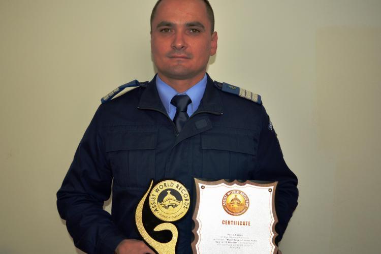 Jandarm clujean, omologat de Cartea Recordurilor pentru cele mai multe flotări pe dosul palmelor