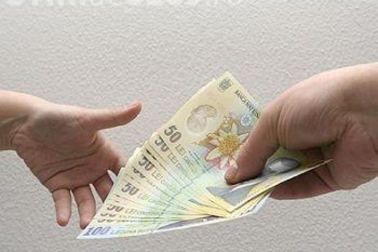 Doi clujeni cu spirit civic au găsit bani pe jos și i-au predat poliției. Proprietarii sunt așteptați să-i ridice