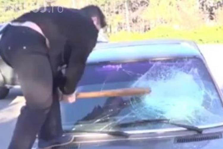 Cum s-a răzbunat un clujean pe o maşină parcată prea aproape de garajul său