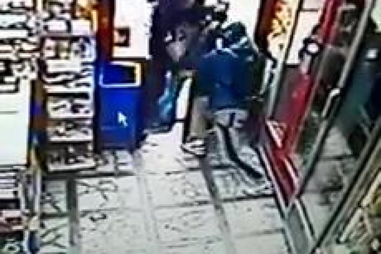 Hoțul de buzunare care a bătut crunt un clujean a fost ARESTAT. Victima l-a prins când fura un portmoneu