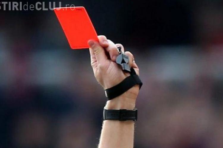 Gest HALUCINANT în fotbal! Un jucător a primit cartonașul roșu apoi a omorât arbitrul