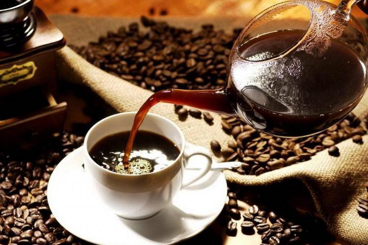 Câtă cafea beau românii în fiecare zi. Ce spun studiile