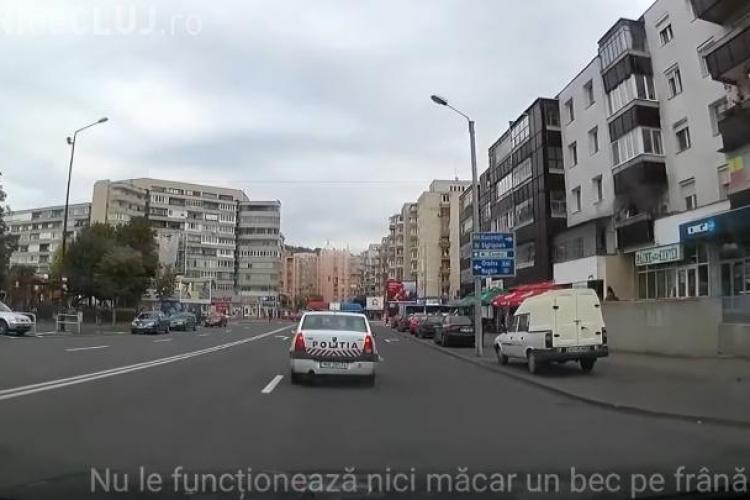 Ce reacție au avut polițiștii când un șofer le-a atras atenția că nu le merge niciun bec de frână - VIDEO