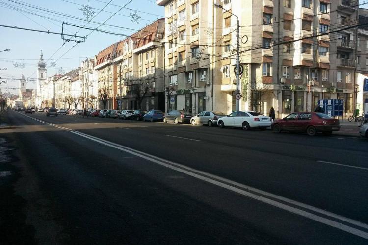 Dispar parcările de pe B-dul 21 Decembrie și din Piața Avram Iancu, pentru liniile de transport dedicate