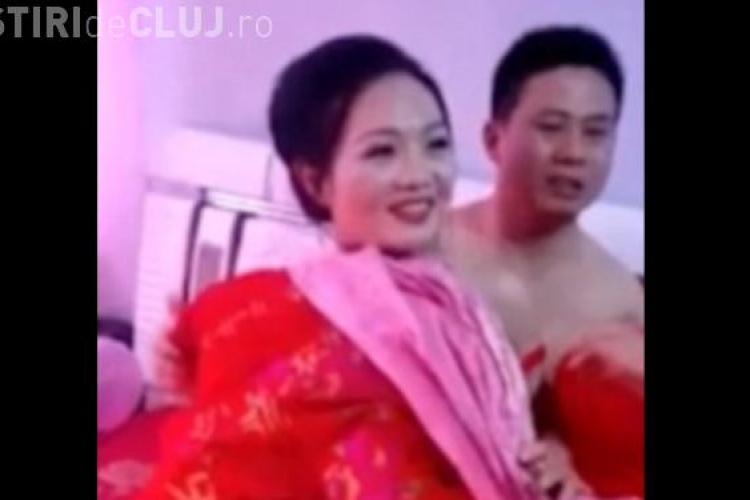 Tradiție ciudată în China. Nuntașii o trăgeau pe mireasă de chiloți, chiar de față cu soțul ei VIDEO