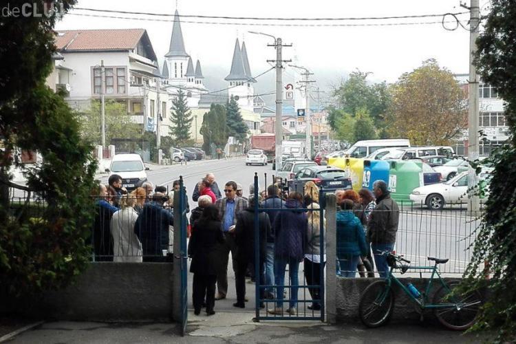 Angajații de la Radio Cluj au protestat în fața instituției față de eliminarea taxei radio-tv - FOTO