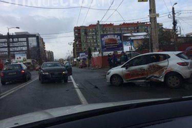 Accident pe strada Teodor Mihali - FOTO