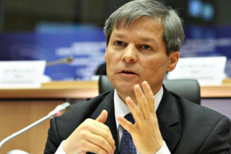Cioloş s-a decis să participe la Consiliul Naţional al PNL, iar duminică va merge la miting