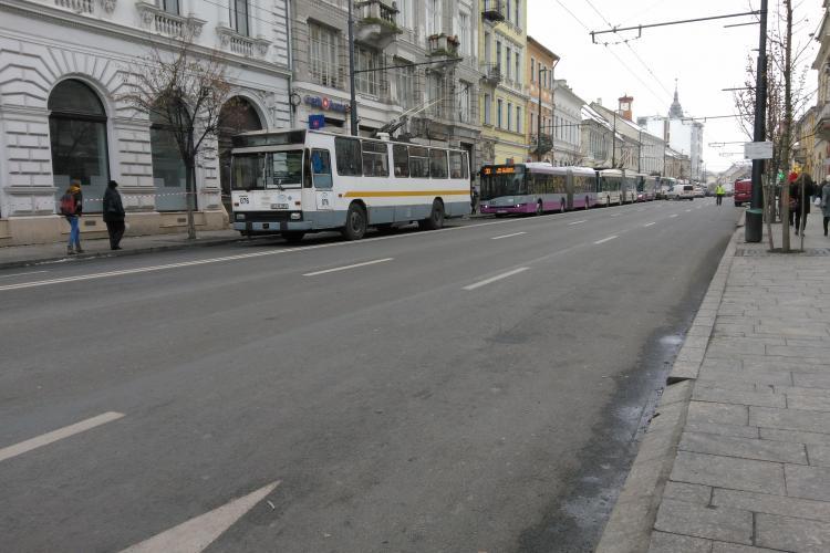 Trafic de GROAZĂ la Cluj: Se formează cozi de autobuze pe Memorandumului FOTO