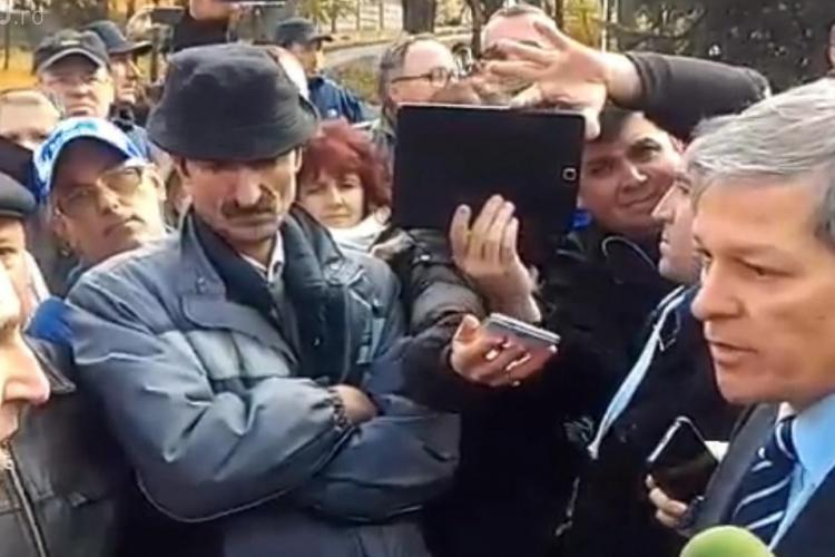 Poştaşii clujeni i-au cerut lui Cioloș să demită conducerea numită politic - VIDEO