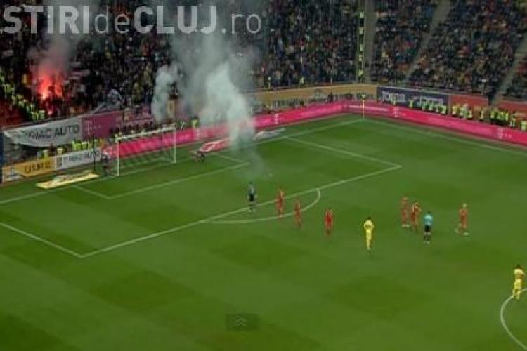 Bătăi și torțe aruncate în jucători la meciul România-Polonia. Arbitrul a oprit meciul de două ori VIDEO