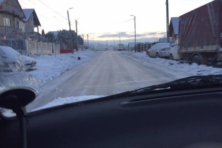 Șoseaua între Chinteni și Deuș a fost un patinoar, marți dimineața - FOTO