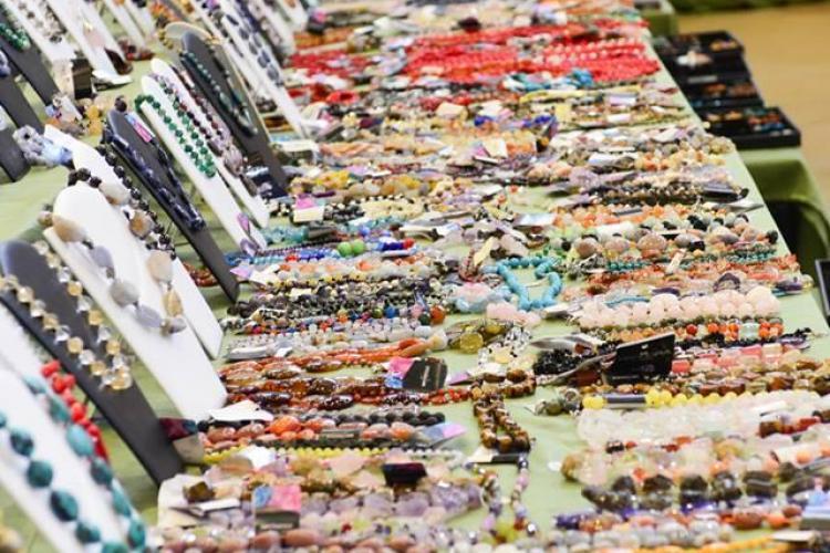 Genți și bijuterii cu design deosebit, la noua ediție a târgurilor Expo Mineralia și Bag Expo, de la Iulius Mall Cluj