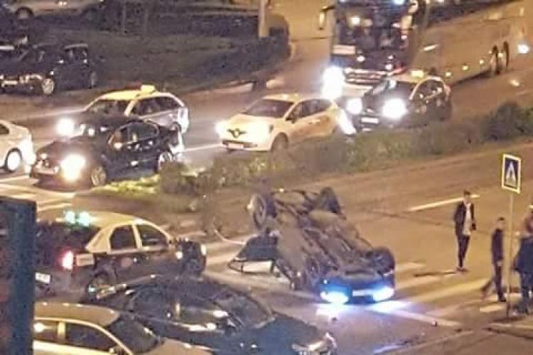 BMW răsturnat în sensul giratoriu din Mărăști - FOTO