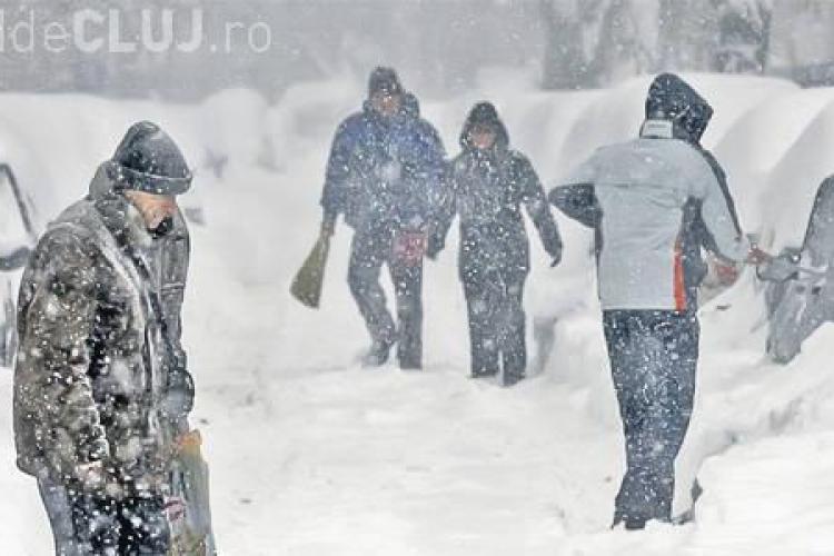 Mai multe județe din România se află sub COD ROȘU de zăpezi. Vizibilitatea pe străzi este zero