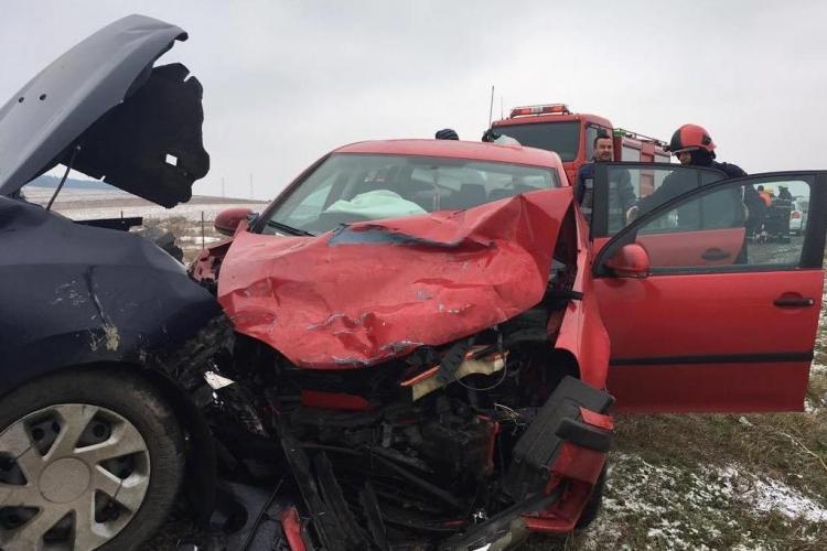 Cluj - Accident cu 7 răniți. Două mașini s-au lovit frontal
