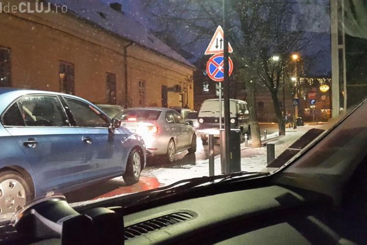 Cluj-Napoca - Este căutat un șofer care blochează de trei zile o bandă de circulație pe I.C. Brătianu - FOTO