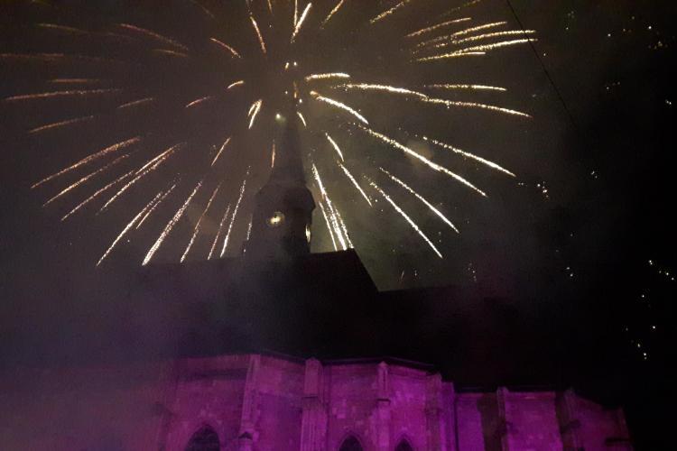 Mii de clujeni s-au strâns in centrul Clujului pentru a celebra trecerea dintre ani FOTO/VIDEO