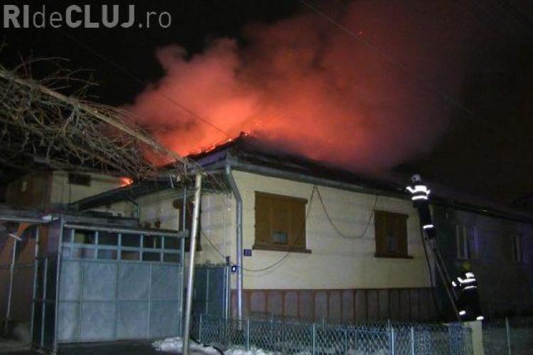CLUJ: Incendiu puternic pe o stradă din Dej. De frică o femeie a făcut infarct VIDEO