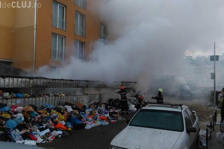 Oamenii din Florești au început să dea foc ghenelor de gunoi pline - FOTO