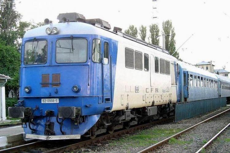 Traficul feroviar între Bistrița și Cluj-Napoca a fost blocat. O locomotivă a deraiat de pe șine