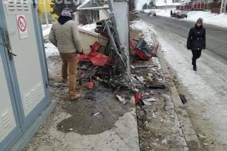 Detalii de la groaznicul accident din Aghireșu. Clujeanul care a murit și-a călcat propria soție cu mașina, apoi a intrat direct în zid