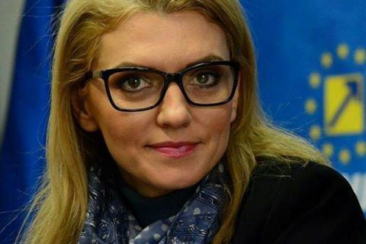 După Alina Gorghiu, o altă blondă va conduce PNL. Se putea mai rău?