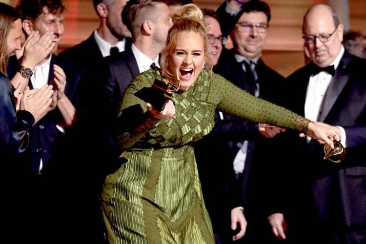 Adele a dominat Premiile Grammy din acest an. David Bowie a primit patru distincții post-mortem