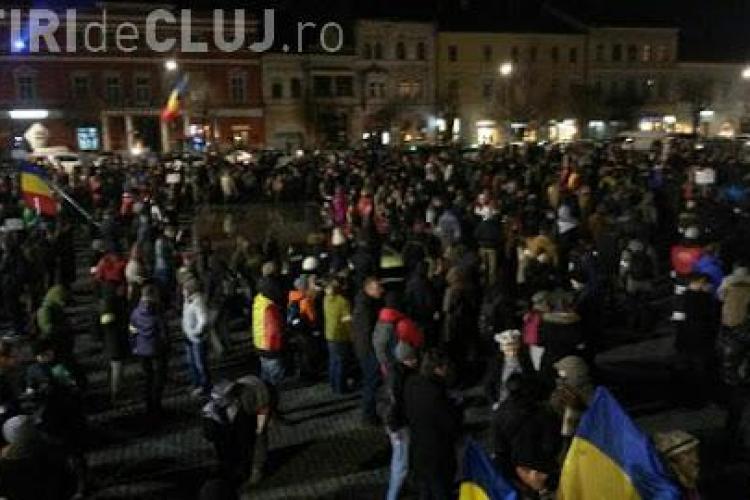 Imnul protestatarilor, difuzat în Piața Unirii la Cluj VIDEO