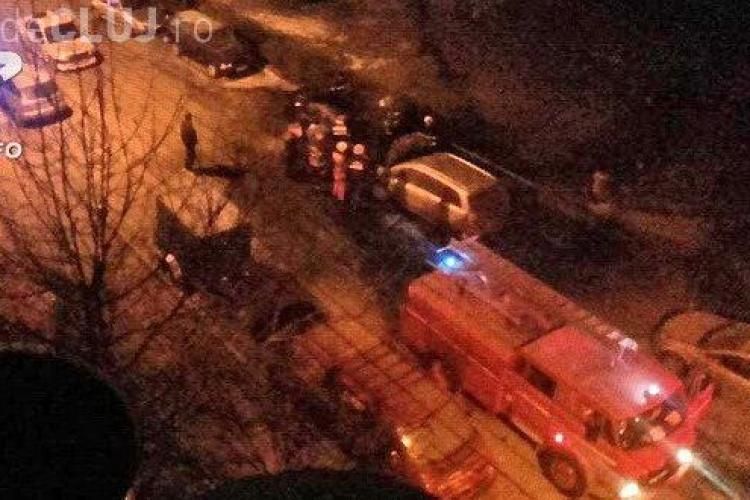 CLUJ: Ghinion pentru doi șoferi din Gherla. Le-au luat foc mașinile în parcare FOTO